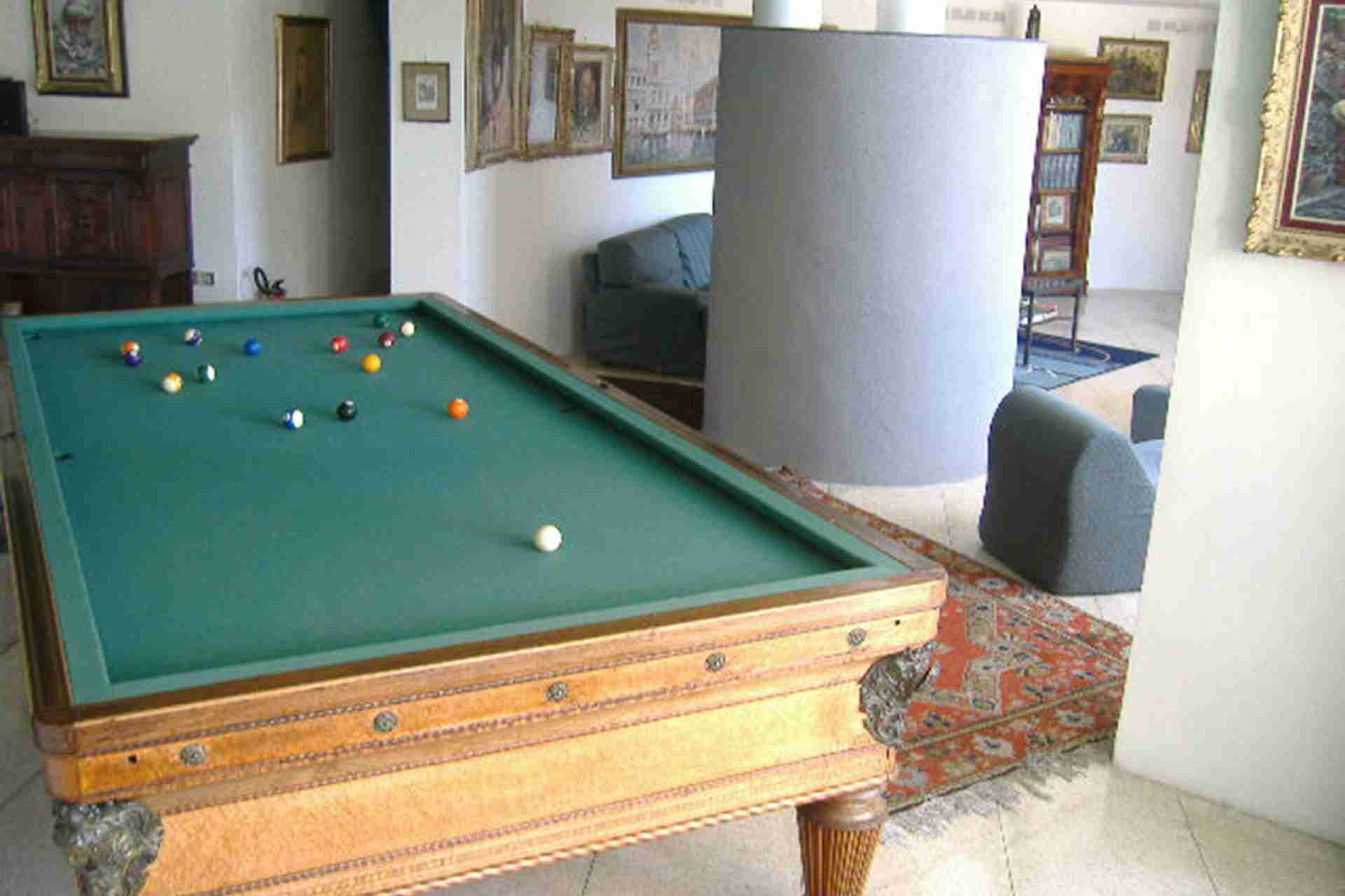 8 paride pool table