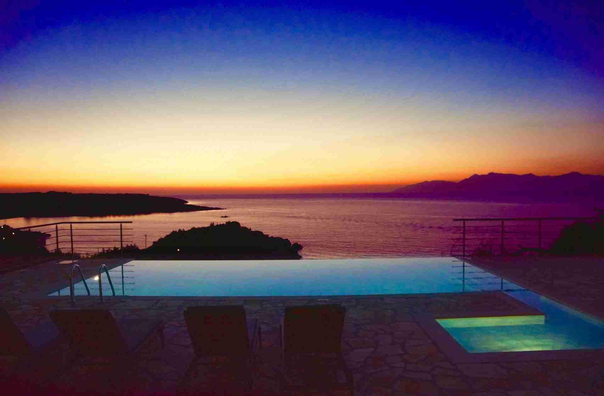 19 Hera Night Pool