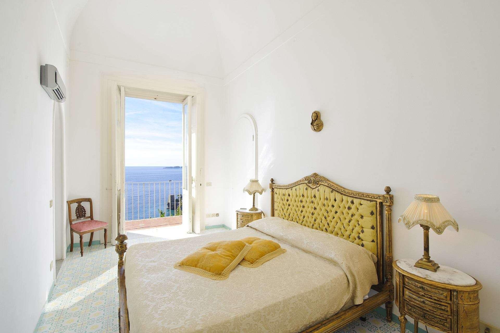 18 ninfe master bedroom