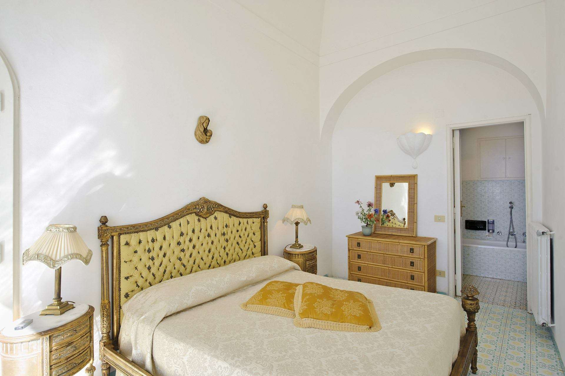 19 ninfe master bedroom