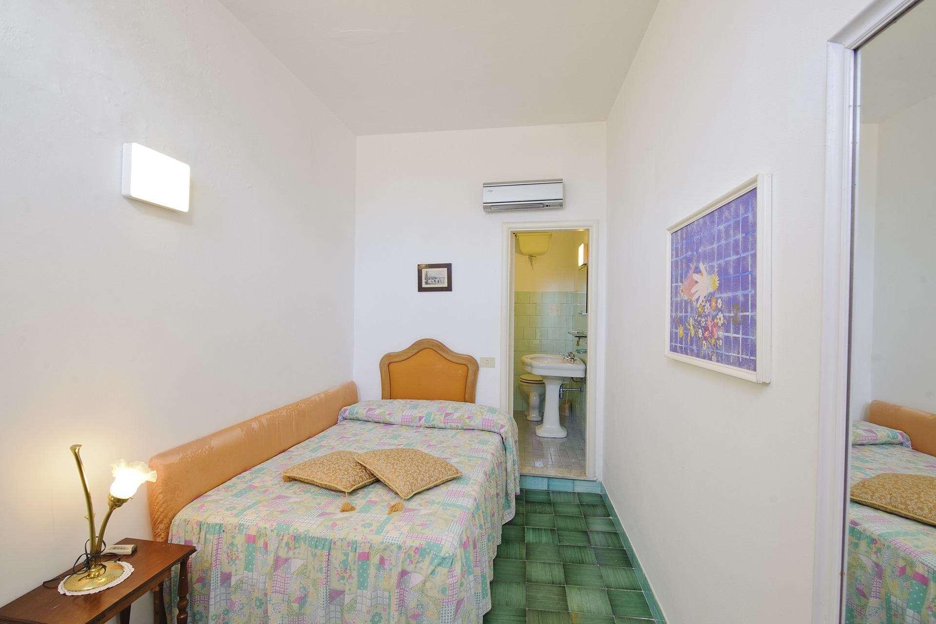 22 ninfe bedroom